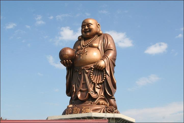 Đức Phật với nụ cười đại hoan hỷ.